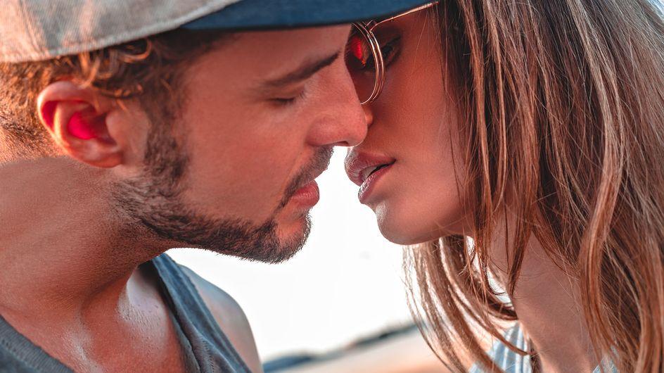 5 cose che piacciono agli uomini mentre baciano (e che fanno salire la temperatura!)
