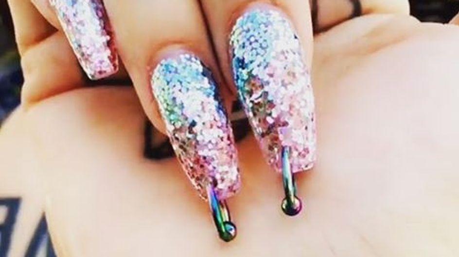 Uñas con piercing, la última manicura viral de Kim Kardashian