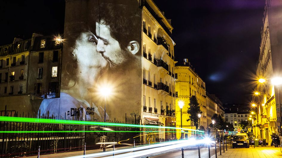 100 besos que iluminaron las calles de París