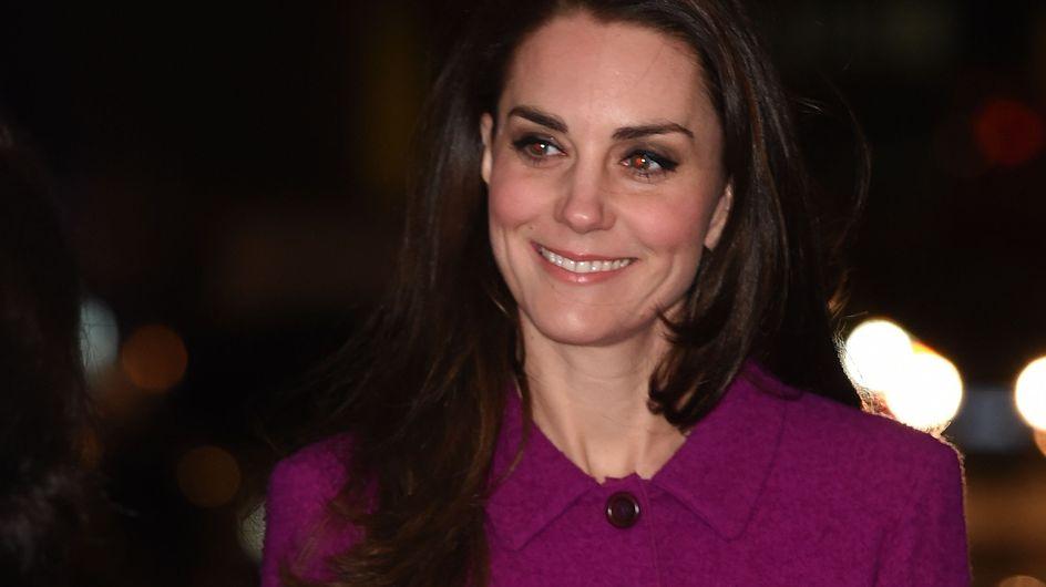 Kate Middleton est donc la seule personne à qui le violine sied au teint (Photos)