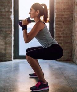 Squats bzw. Kniebeugen sind das beste Mittel für einen runden Knack-Po!