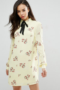 Robe droite à fleurs Fashion Union Tall, Asos, 37,99€