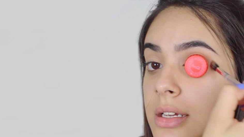 El truco del tapón de botella para maquillarte