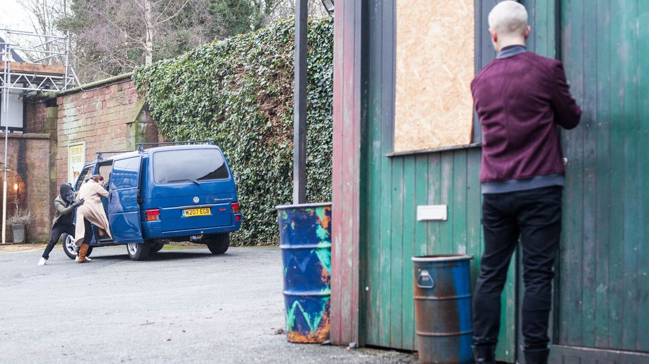 Hollyoaks 23/02 - Joel Witnesses Sienna Being Abducted