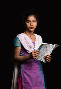 Punita, 14 ans, Népalaise, veut simplement continuer ses études