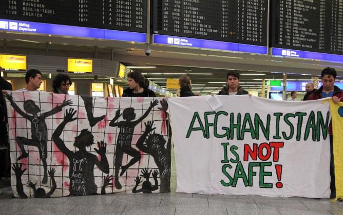 Des manifestants contre la déportation de réfugiés à Francfort