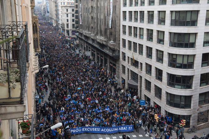 160000 personnes défilent à Barcelone pour l'accueil des réfugiés
