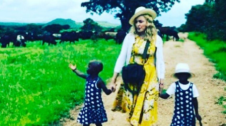 Pourquoi l'adoption de ces jumelles malawites par Madonna crée la polémique ? (Photos)