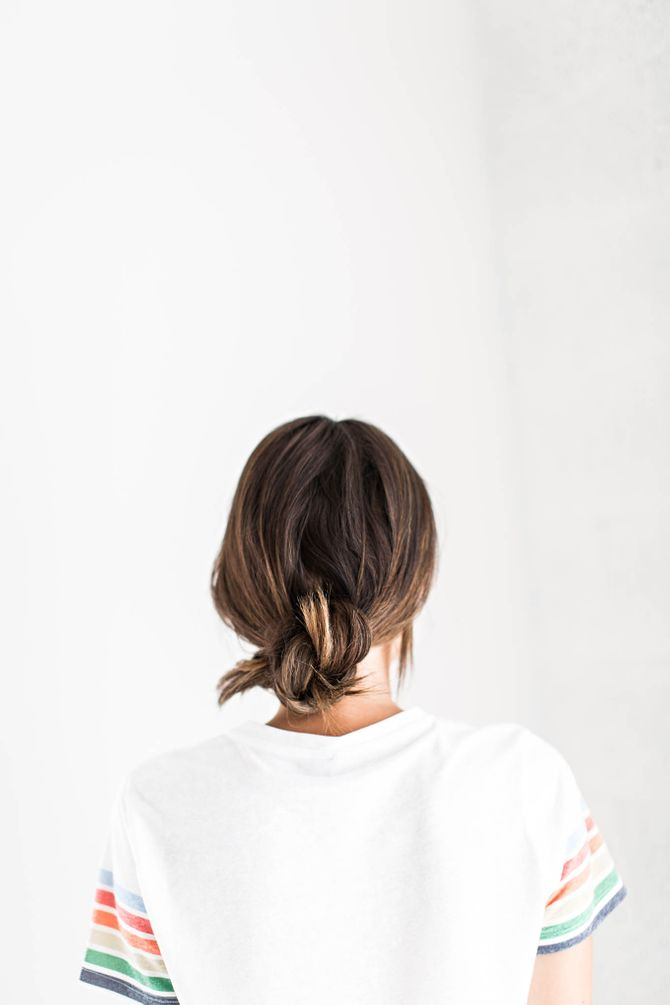 Schnelle Frisuren für ungewaschene Haare: der Knoten