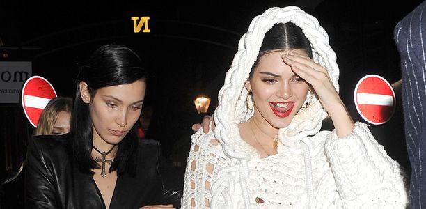 La sonrisa dorada de Kendall Jenner