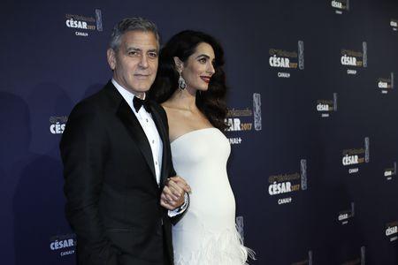 Amal et George Clooney sur le tapis rouge des César 2017