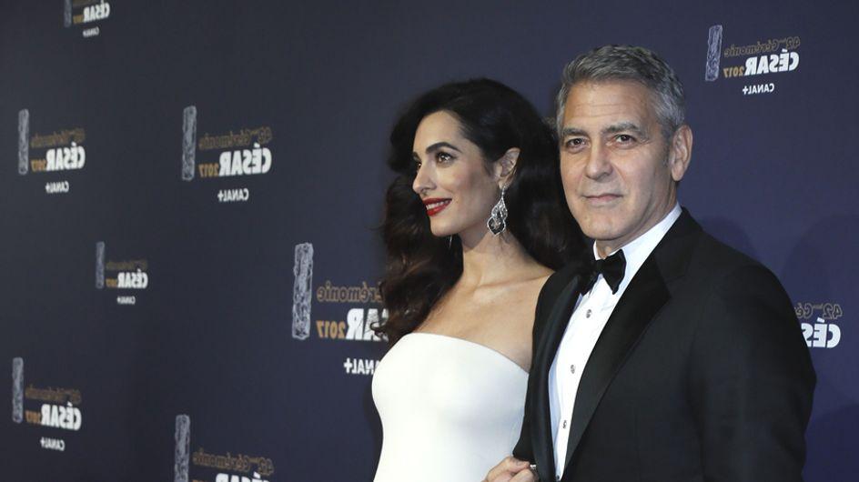 Amal Clooney, future maman resplendissante sur le tapis rouge des César (Photos)