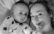 Ihr Baby verweigert plötzlich die Brust beim Stillen - und rettet ihr so das Leb