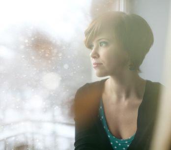 Enfermedades con rostro de mujer: cuáles nos afectan más