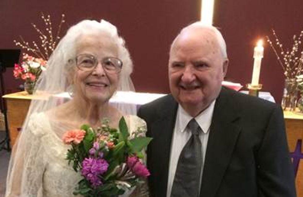 Une grand-mère remet sa robe de mariée 60 ans plus tard et c'est tout simplement magnifique (Photos)