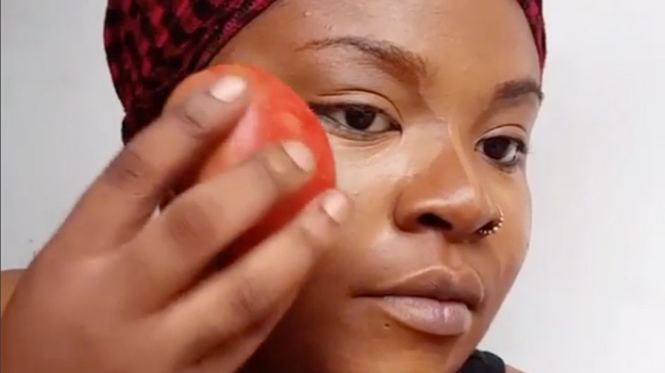¡Adiós brochas! Llega el tutorial que te enseña a aplicar maquillaje con un tomate