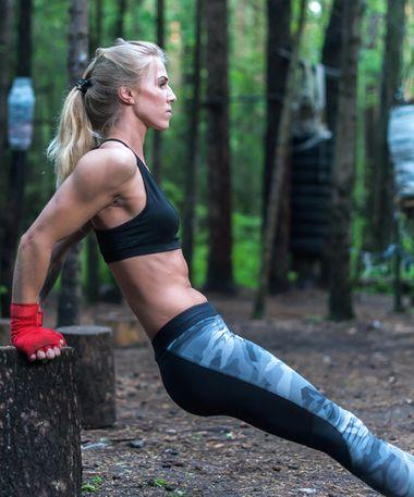 Brust training gegen hängende Die 15