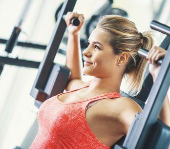 Esercizi pettorali: l'allenamento da fare a casa per tonificare il seno