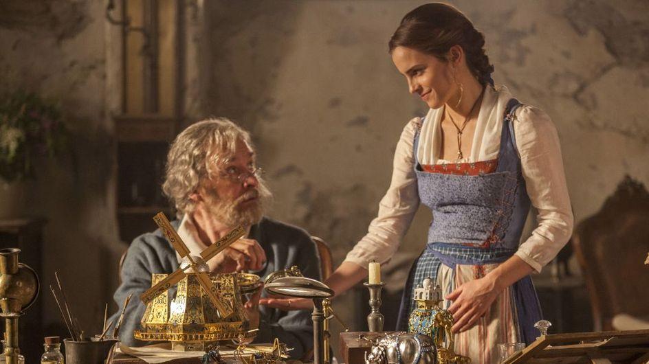 """Emma Watson dit """"non"""" aux talons pour le tournage de la Belle et la Bête (Photos)"""