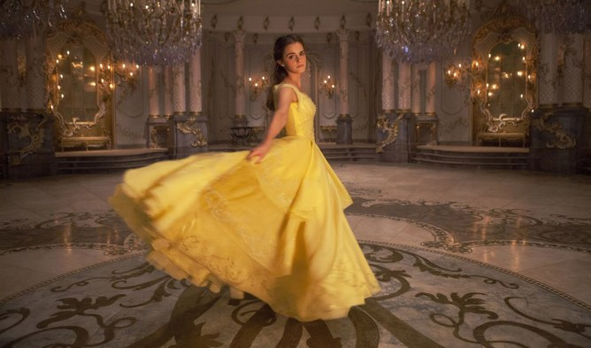 """Emma Watson dit """"non"""" aux talons pour la Belle et la Bête"""