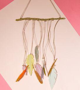 DIY : un attrape-rêves à plume revisité