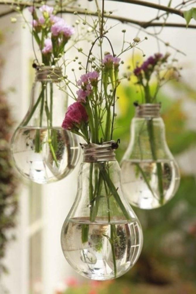 DIY Déco : Transformez vos vieilles ampoules en vases !