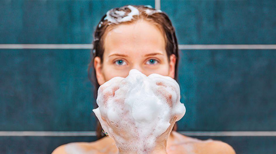 Forfora: come combatterla? Provate lo shampoo con gli oli essenziali!