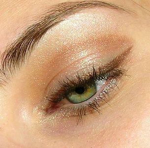 Un eye liner ambré pour sublimer les yeux verts