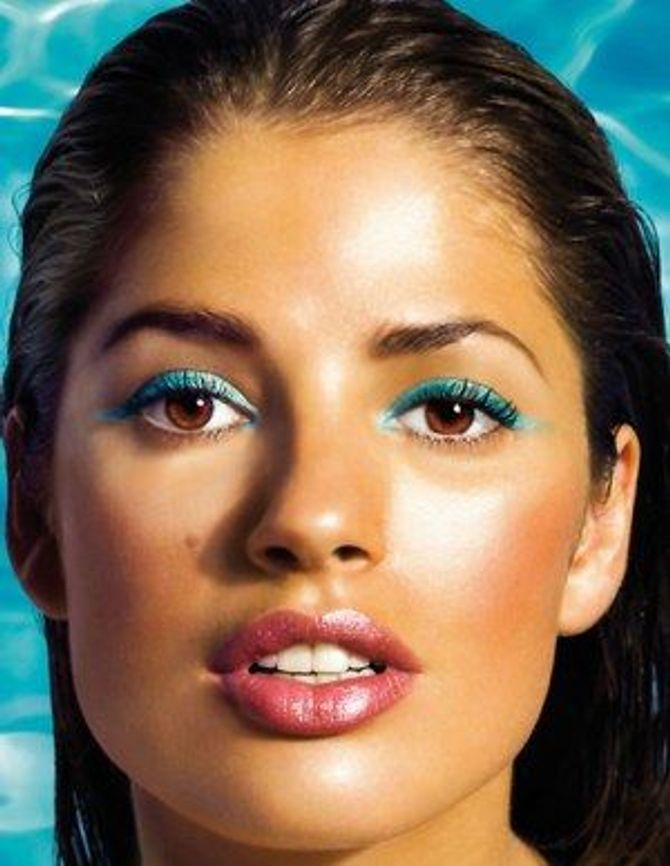 Qui a dit que l'eye liner bleu n'allait pas aux yeux marrons ?