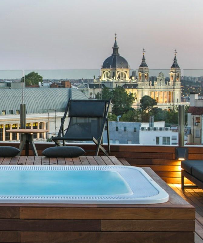 Die vielen Rooftop-Bars und Dachterassen von Madrid laden zum Chillen ein.