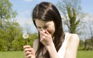 Allergie ai pollini: sintomi, rimedi naturali e alimenti da evitare