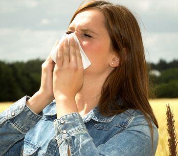 Allergie alle graminacee: sintomi, alimenti da evitare e rimedi naturali per con