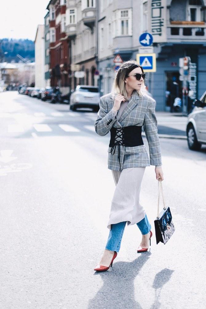 Verena von Whoismocca.com trägt einen gewagten Lagen-Look