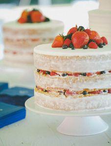 Un nude cake aux fruits rouges