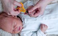 Babys Nägel und Haare schneiden: Diese Tricks sollten Eltern kennen