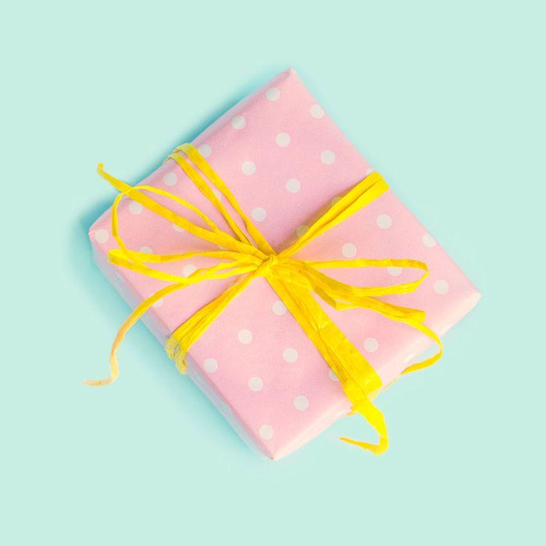 Idee Cadeau Petit Prix.30 Idees De Cadeaux Pas Chers Pour Les Petits Budgets