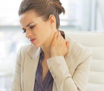 La cervicale ti perseguita? Ecco dieci cose da evitare assolutamente per non sof