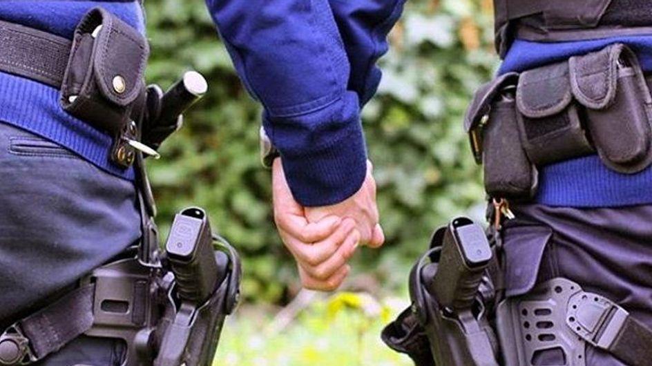 #allemannenhandinhand, hombres de la mano para luchar contra la homofobia