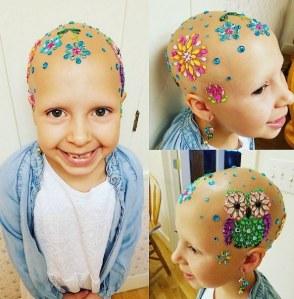 Sa fille souffre d'alopécie et cette maman a choisi de l'aider de la plus belle des façons