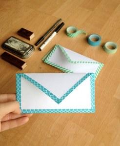 Décorez vos enveloppes avec du masking tape