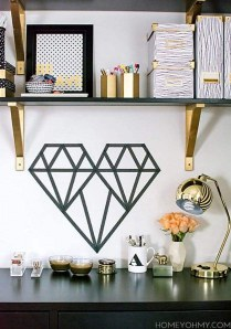 Décorez vos murs rapidement et facilement avec du masking tape