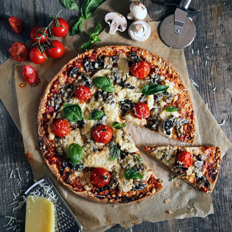 Sehr Pizzateig selber machen: Einfache Rezepte mit und ohne Hefe OH45