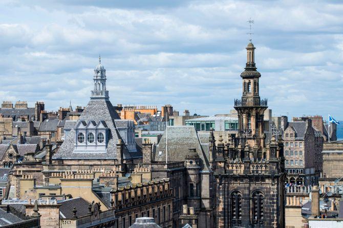 Les toits de la vieille ville d'Edimbourg