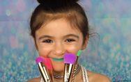 Cette adorable fillette va vous faire fondre avec son tutoriel licorne (vidéo)