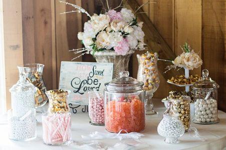 Un bar à bonbons qui fera plaisir à vos invités !