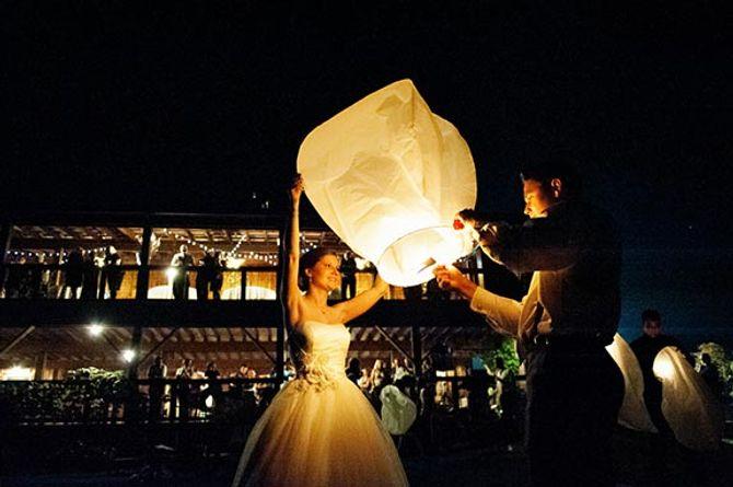 """Le lâcher de lanternes : un moment """"waouh""""  durant les mariages"""