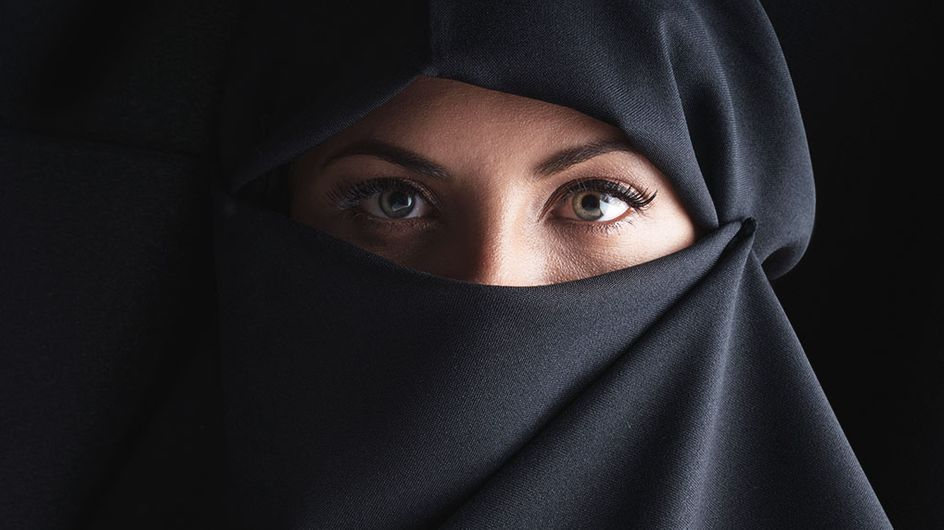 En Algérie, des femmes sans visage sur des affiches électorales
