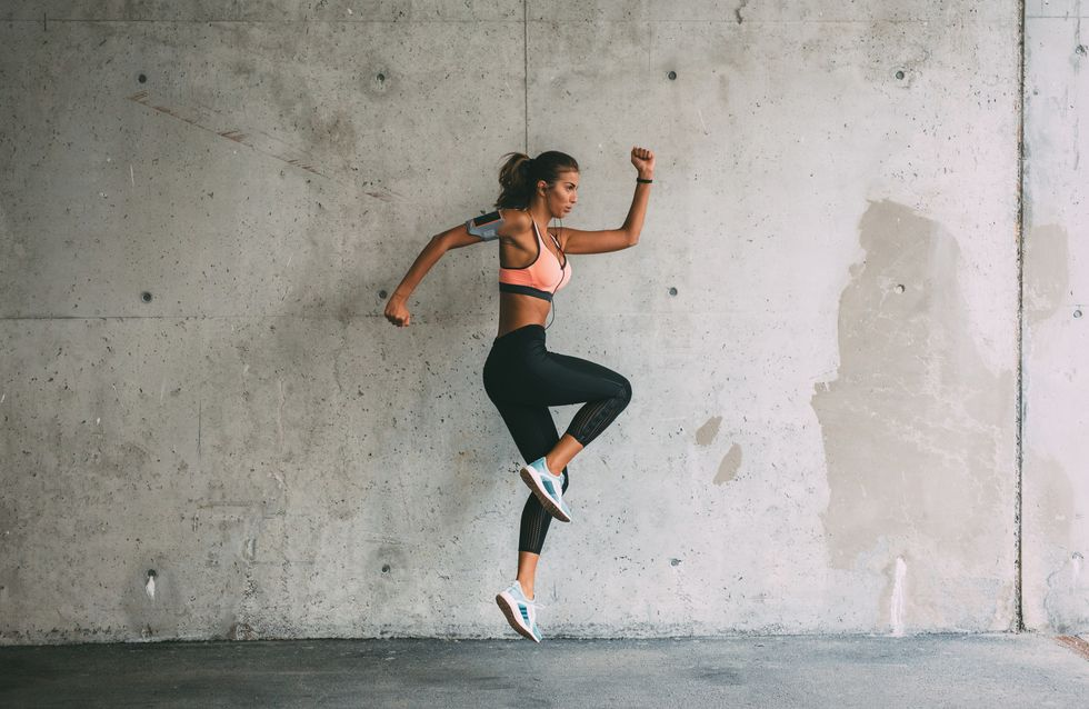 ¿Sin tiempo para el gym? Prueba este entrenamiento HIIT de 30 minutos