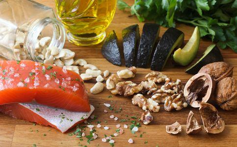 Peixes oleosos, nozes e sementes são alimentos anti-inflamatórios