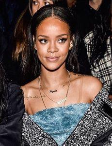 Rihanna porte un bijou Thea Jewelry